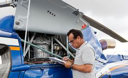 manutenção em aviões