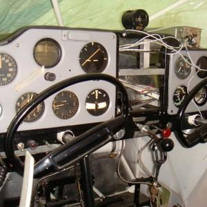 Peças e componentes elétricos do avião
